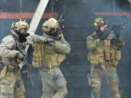 Noi tensiuni in Kosovo. Zeci de raniti in urma violentelor dintre etnici <span style='background:#EDF514'>SARBI</span> si fortele de ordine