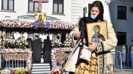 <span style='background:#EDF514'>CALENDAR</span> ortodox 14 octombrie 2021. Sarbatoare cu cruce rosie de Sfanta Cuvioasa Parascheva