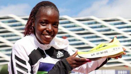 Doliu in atletismul mondial. <span style='background:#EDF514'>AGNES</span> Jebet Tirop, locul 4 la Olimpiada de la Tokyo in proba de 5000 de metri, a fost gasita moarta in casa