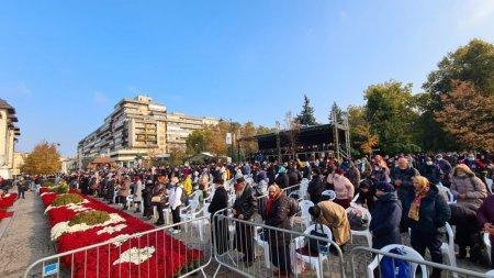 Cate sute de persoane participa la Iasi la slujba de hramul Sfintei Parascheva