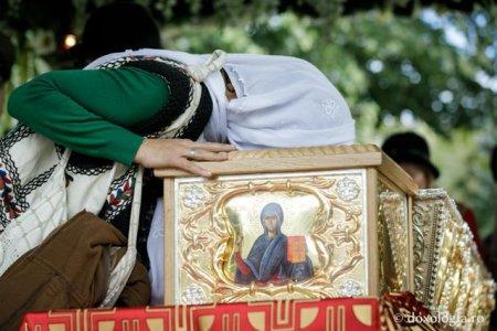 Sfanta Parascheva si-a donat toata averea si a fost ingropata ca o straina