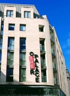 <span style='background:#EDF514'>STANDARD</span>ul IMMUNE, initiat anul trecut de dezvoltatorul roman Genesis Property, a intrat pe piata rezidentiala: One Palace Place din Londra este prima cladire de apartamente care primeste certificarea