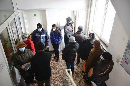 A doua zi cu peste 3.000 de cazuri noi in Bucuresti. Toata Romania, mai putin judetul Covasna, se afla in scenariul rosu