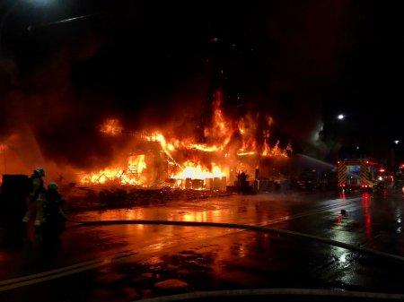Cel putin 46 de morti si zeci de raniti, intr-un incendiu care a cuprins o cladire de 13 etaje din Taiwan