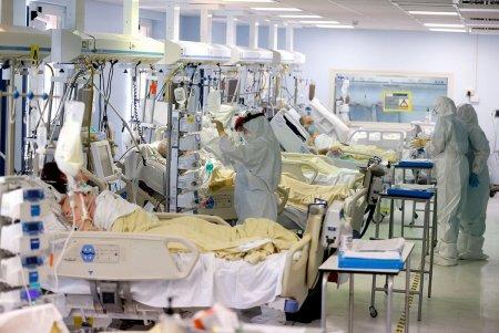 Primii pacienti romani cu COVID-19 aflati in stare critica vor fi transferati in Ungaria