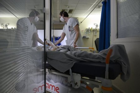 A inceput transferul pacientilor cu COVID, aflati in stare critica, la spitale din Ungaria