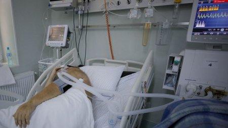 <span style='background:#EDF514'>ZECE</span> romani bolnavi de COVID-19, transferati astazi in spitale din Ungaria