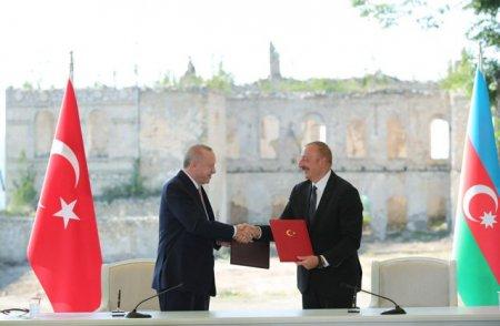 Azerbaidjanul a semnat un nou acord energetic cu Turcia
