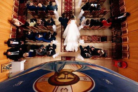 Sondaj de opinie: Peste doua treimi din populatia Romaniei ar vota un partid nationalist, care promoveaza valorile religioase si sustine familia traditionala