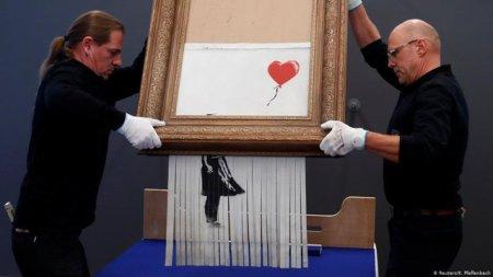 Un tablou al lui Banksy pe jumatate distrus s-a vandut la licitatie cu 22 de milioane de euro