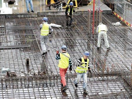 Sectorul <span style='background:#EDF514'>CONSTRUCTI</span>ilor la 8 luni: Lucrarile au bifat in o crestere de 0,3%