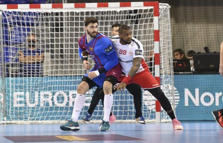 Dinamo nu s-a facut <span style='background:#EDF514'>DE RAS</span> cu Barcelona