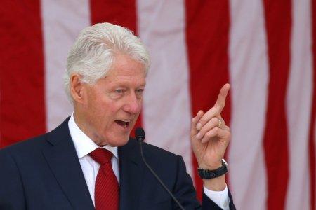 Nu e Covid: Bill Clinton a fost internat la terapie intensiva