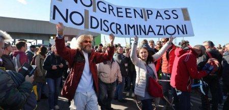 Proteste <span style='background:#EDF514'>IN ITALIA</span>. Angajatii nevaccinati au iesit in strada in ziua cand certificatul verde a devenit obligatoriu la locul de munca VIDEO