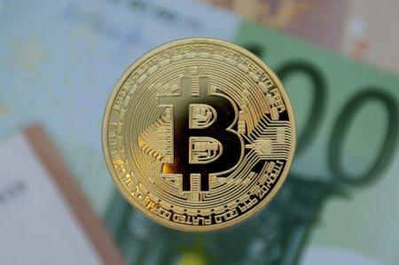 Bitcoin aproape de cel mai mare pret din <span style='background:#EDF514'>ISTORIE</span>. Anuntul care a dus la o crestere accelerata