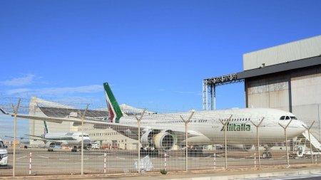 <span style='background:#EDF514'>ALITALIA</span> a murit, dar ameninta sa revina dupa ultimul zbor