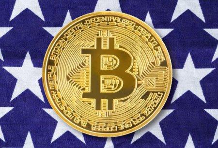 Bitcoinul atinge pragul de 60.000 de dolari pentru prima data din luna <span style='background:#EDF514'>APRIL</span>ie. SEC, autoritatea de supraveghere financiara din SUA, semnaleaza ca ar putea aproba ETF-urile cu expunere pe criptomonede