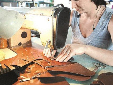 <span style='background:#EDF514'>AFACERILE</span> Raffaello Shoes Factory, cel mai mare producator de pantofi din Romania, au scazut cu 15% in 2020 coborand la 263 milioane lei