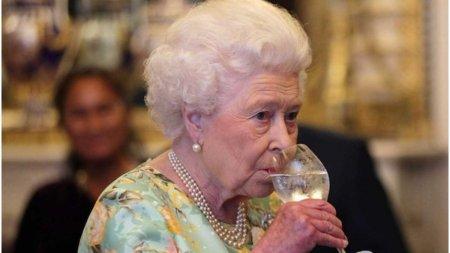 Regina Elisabeta a fost sfatuita de medici sa renunte la alcool