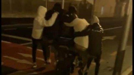 Șase tineri au mers inghesuiti pe un scuter in Sibiu, dar politia nu ii poate sanctiona. <span style='background:#EDF514'>LEGISLATIA</span> ii scapa de pedeapsa