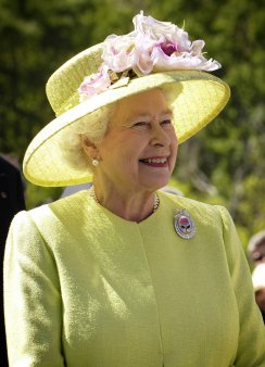 Regina Elisabeta a II-a a Marii Britanii nu se mai asunde si da cartile pe fata!