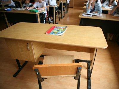 65,8% dintre candidatii la <span style='background:#EDF514'>POSTURI</span>le de director de scoala au promovat proba scrisa. Situatia pe judete
