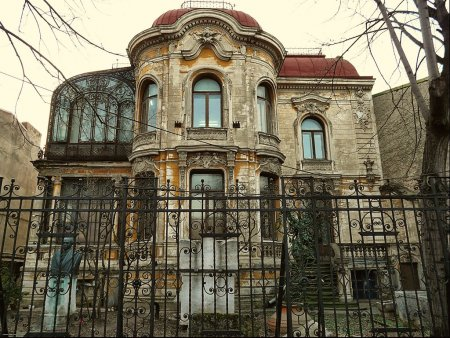 Casa M<span style='background:#EDF514'>ACCA</span> din Bucuresti a inceput sa fie consolidata si restaurata. Istoricul celei mai spectaculoase cladiri din Bucuresti