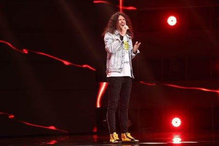 X Factor 2021, 15 octombrie. Madalin An<span style='background:#EDF514'>TONE</span>sei si-a pus amprenta asupra piesei Higher Ground. Ai cantat cu cusaturi