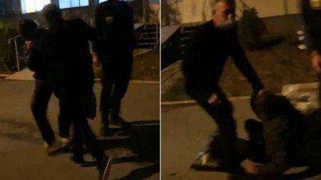 Barbat batut cu salbaticie chiar in curtea spitalului din Tulcea: De ce il lasati sa il bata?