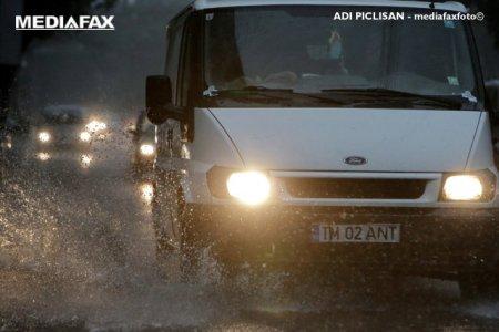Alerta METEO. Ploua abundent pe mai multe tronsoane de drumuri nationale si aut<span style='background:#EDF514'>OSTRA</span>zi