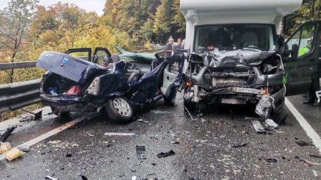 Logan distrus complet de o <span style='background:#EDF514'>AUTORUL</span>ota, accident devastator langa Posada, Prahova