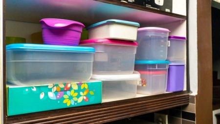 Cum scoti mirosul neplacut din recipientele de plastic