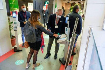 Efectul certificatului verde obligatoriu <span style='background:#EDF514'>IN ITALIA</span>.10.000 de vaccinuri la prima administrare in plus
