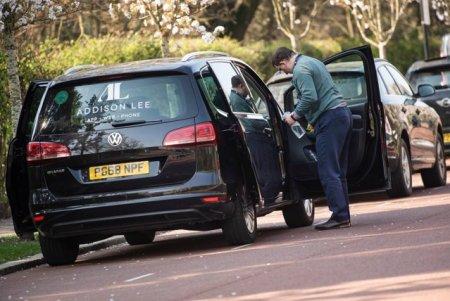 O companie londoneza de taxi ofera un bonus urias de bun venit noilor soferi. De ce au luat aceasta decizie