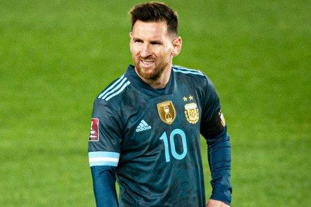 <span style='background:#EDF514'>PATRIC</span>e Evra a rabufnit: M-am saturat sa-l vad pe Messi castigand Balonul de Aur! Alti 2 jucatori il merita