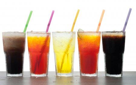 Renuntati sa mai consumati aceste bauturi! Cat de periculoase sunt bauturile dietetice