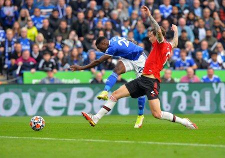 Manchester United a calatorit zece minute cu avionul sa primeasca patru goluri