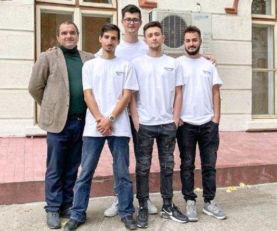 Studentii de la Universitatea din Galati construiesc cea mai mare <span style='background:#EDF514'>IMPRIMANTA</span> 3D din Romania