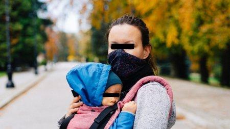 O mama din Iasi, cu un bebelus in brate, prinsa cand ridica un pachet cu droguri de la o firma de <span style='background:#EDF514'>CURIERAT</span>