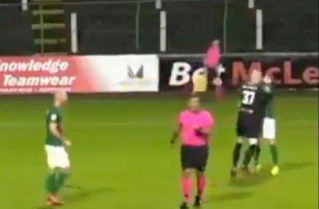 Scene incredibile: portarul si-a <span style='background:#EDF514'>ATACAT</span> coechipierul dupa un gol! A fost cu greu calmat de colegi
