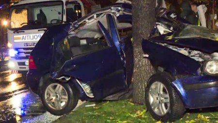 <span style='background:#EDF514'>ACCIDENT RUTIER</span> in Bucuresti. Trei adolescenti au fost grav raniti