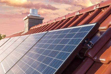 Panourile <span style='background:#EDF514'>SOLARE</span> de pe jumatate din acoperisurile lumii ar putea satisface intreaga cerere de energie electrica
