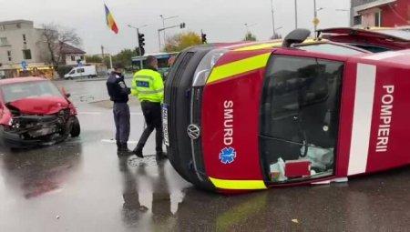 Accident in Bucuresti: O ambulanta aflata in misiune a fost lovita de o masina