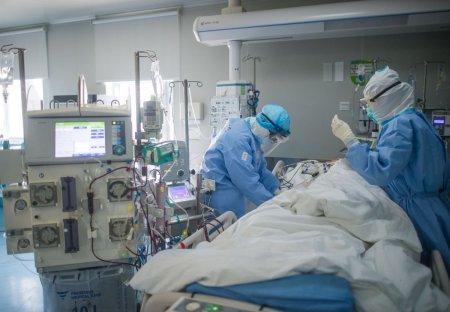 Cozi de ambulante la Spitalul de Boli Infectioase, dar si in UPU la Spitalul Sf. <span style='background:#EDF514'>SPIRIDON</span>. Medic: Situatia este critica