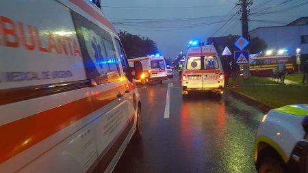 Trei tineri au murit si unul a fost ranit, dupa ce masina in care se aflau s-a rasturnat pe un camp, in Botosani