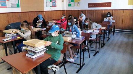 111 copii afectati de pandemie din 11 judete ale tarii au primit carti si rechizite cu sprijinul Sika Romania si al Fundatiei Mereu Aproape
