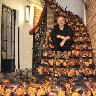 GALERIE FOTO. Master florist international, Nicu Bocancea dezvaluie trendurile de Halloween in materie de dovleci infloriti