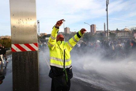 Efectele extinderii certificatului verde COVID <span style='background:#EDF514'>IN ITALIA</span>: proteste, cozi la testare si crestere usoara a vaccinarii