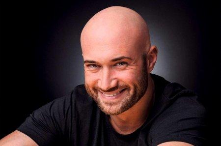 Mihai Bendeac a fost ofertat de Pro TV pentru emisiunea Romanii au talent. Acum un an de zile, dar si anul asta am fost <span style='background:#EDF514'>CONTACT</span>at