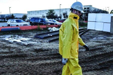 Incaltaminte de lucru si haine de ploaie pentru <span style='background:#EDF514'>TOAMNA</span>